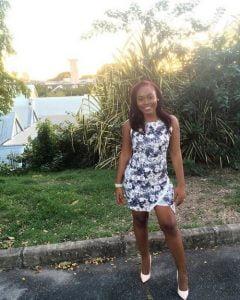 jolie africaine joviale coquine