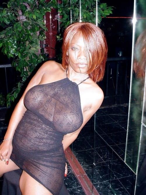 black rousse gros seins en manque